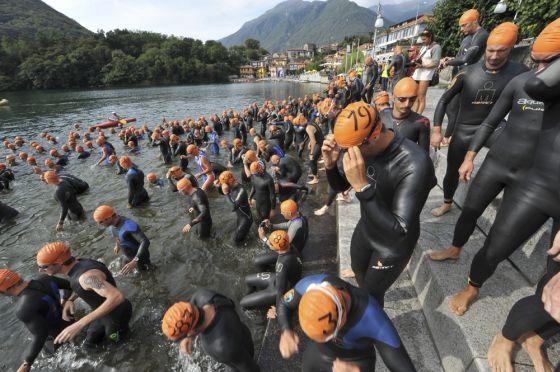 La partenza del Triathlon Internazionale di Mergozzo