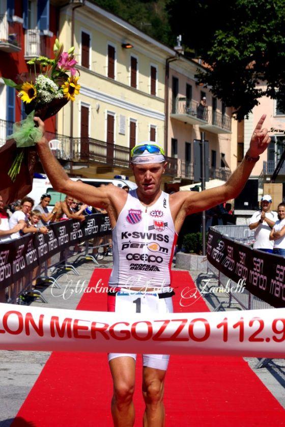 Massimo Cigana vince il Triathlon Internazionale di Mergozzo 2012 (Foto: Martina Folco Zambelli)
