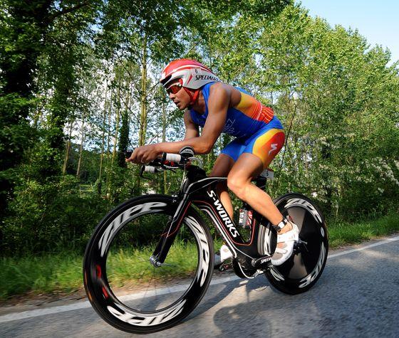 Javier Gomez campione europeo triathlon 113 al Challenge Barcelona (foto 2013 Getty Images)