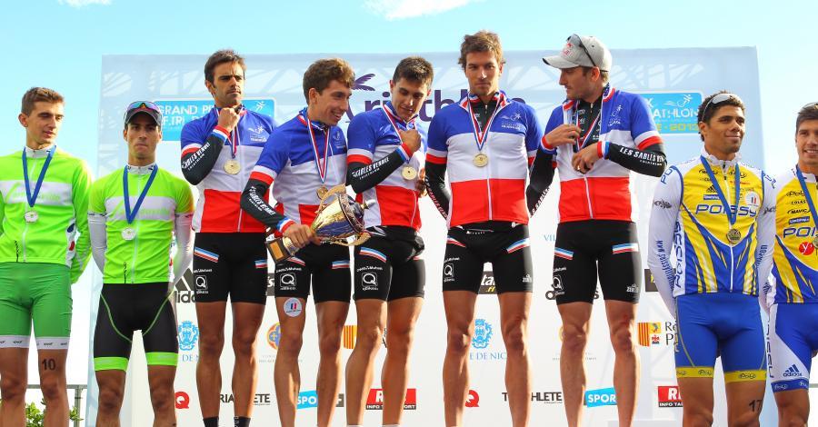 Il podio finale a squadre del Grand Prix France Triathlon 2013