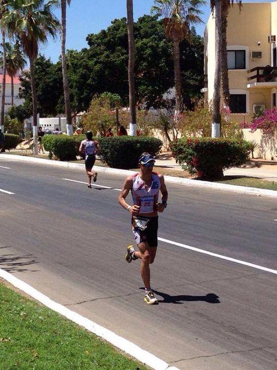 Daniel Fontana leader a metà della maratona dell'Ironman Los Cabos 2014 (grazie a Triamax)