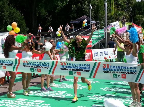 Gaia Peron trionfa al Triathlon Internazionale di Bardolino 2014 (Foto: ©Dario Nardone/FCZ.it)