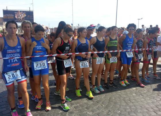 La partenza femminile degli Italiani di Aquathlon 2014 a Napoli (Foto: Dario Nardone/FCZ.it)