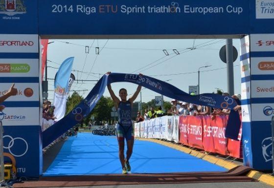 Il trionfo di Angelica Olmo all'ETU Riga Triathlon 2014