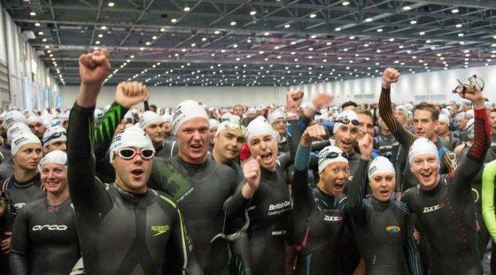 Una delle tante partenze del London Triathlon 2014