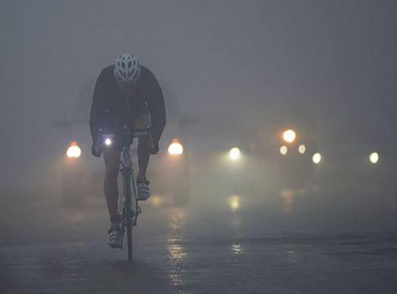 In bici è dura, anche un'ora sotto la pioggia...