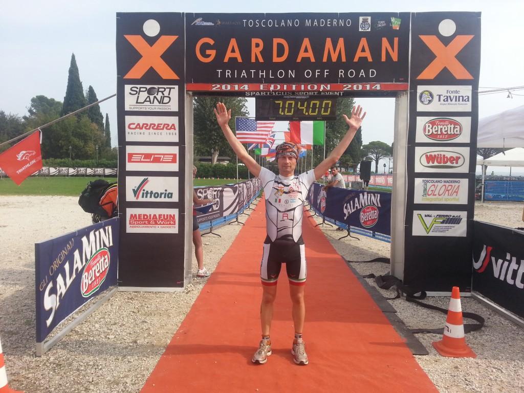 Marco Saia vince l'XGardaman Triathlon K113 2014 (Foto: Dario Nardone/FCZ.it)