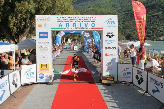 Il campione italiano di triathlon olimpico 2014 Alessandro Fabian