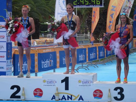 Il podio femminile dell'ITU Triathlon World Cup Alanya 2014