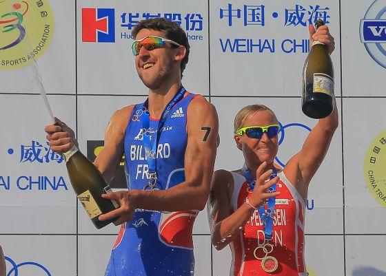 Bertrand Billard e Camilla Pedersen Campioni del Mondo 2014 di triathlon lungo (Foto: Jeff Lau/ International Triathlon Union)