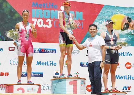 Il podio femminile dell'Ironman 70.3 Cozumel 2014