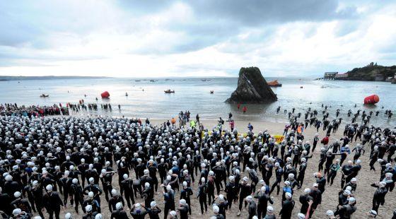 La suggestiva partenza dell'Ironman Wales
