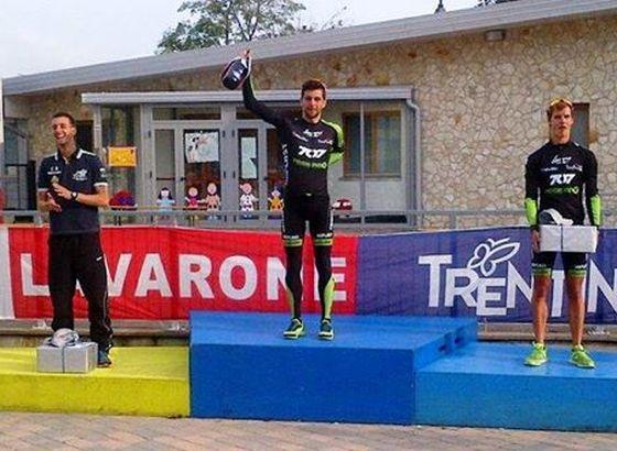 Il podio maschile del triathlon olimpico Tri Week Lavarone 2014