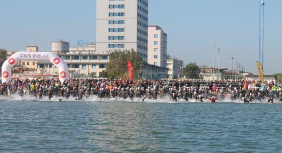 La partenza del 1° Triathlon Città di Cesenatico