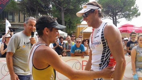 Alberto Casadei vincitore del Triathlon di Grado insieme al 2° classificato David Plese
