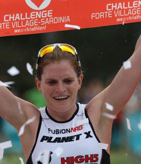 Il trionfo di Eimear Mullan al Challenge Forte Village Triathlon 2014