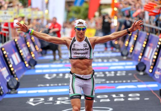 Alessandro Degasperi al traguardo dell'Ironman Francoforte 2014