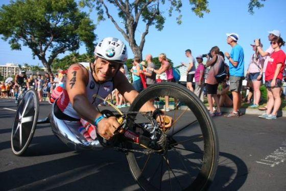 Gli ultimi metri di Alex Zanardi all'Ironman Hawaii 2014 (Foto: ©Daniele Demartis/FCZ.it - Triathlonpoint.com)