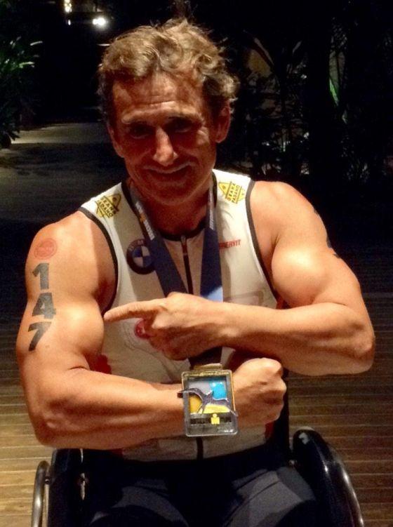 Alex Zanardi finisher all'Ironman Hawaii 2014