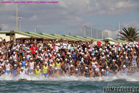 La partenza del Triathlon Trenta Ostia