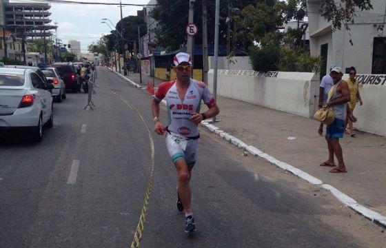 Ivan Risti impegnato nella maratona dell'Ironman Fortaleza 2014