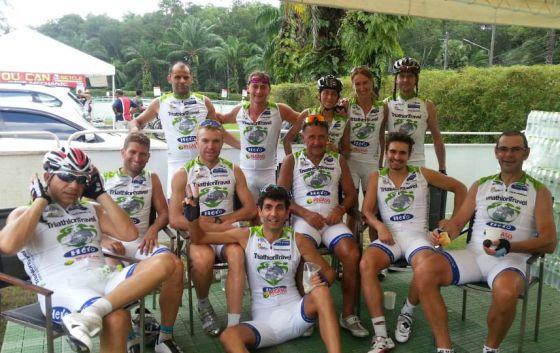 Il gruppo TriathlonTravel con i PRO Massimo Cigana, Alberto Casadei e Marcel Zamora
