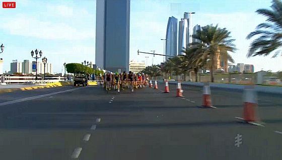 ITU #WTSAbuDhabi #triathlon, 1° gruppo dopo 15K bike per Fabian, De Ponti e Secchiero, Uccellari a 30″