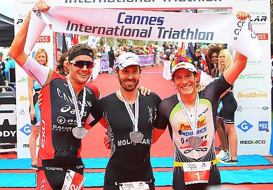 Il podio maschile del Cannes International Triathlon 2015 vinto da Giulio Molinari davanti a Jan Frodeno e Sebastian Kienle