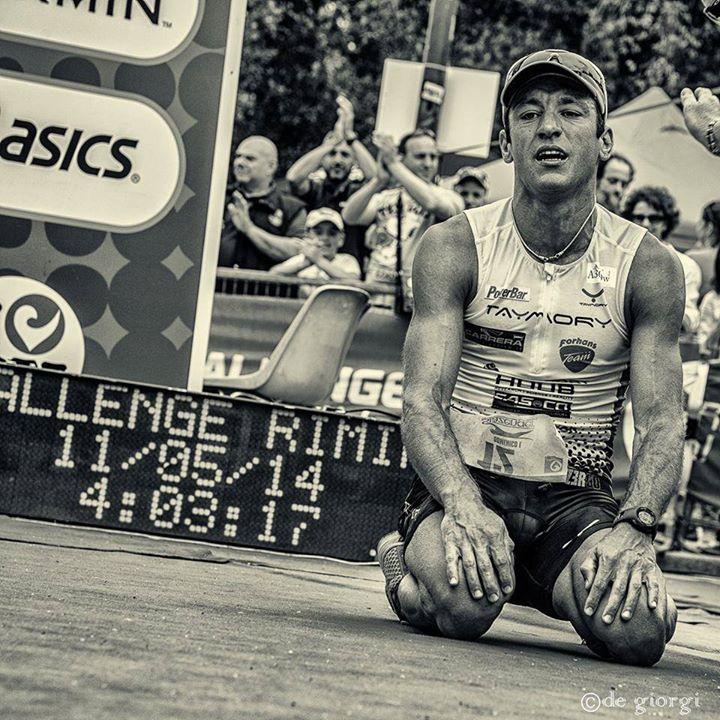 Domenico Passuello trionfante al traguardo del Challenge Rimini 2014