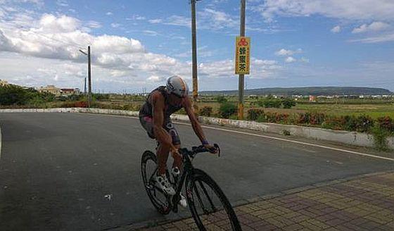 In poco più di 4 ore e 30 minuti, Domenico Passuello leader della frazione bike all'Ironman Taiwan 2015