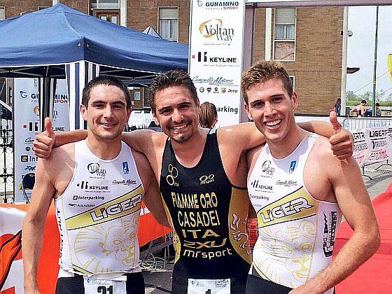Il podio del Laguna Ligerman con Alberto Casadei vincitore sia del triathlon sprint sia dell'olimpico