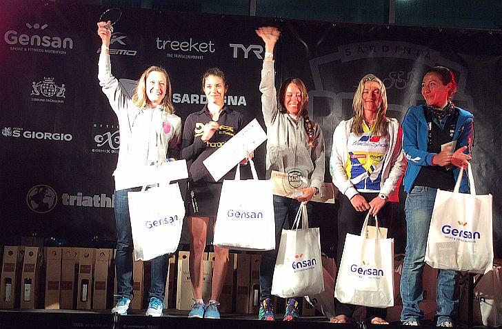 Il podio femminile del Sardinia Half Triathlon 2015 del 2 maggio vinto da Martina Dogana
