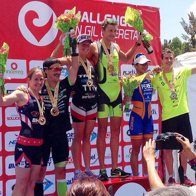 Il podio del triathlon 113 messicano Challenge San Gil 2015 vinto da Lauren Goss e Rodolphe Von Berg