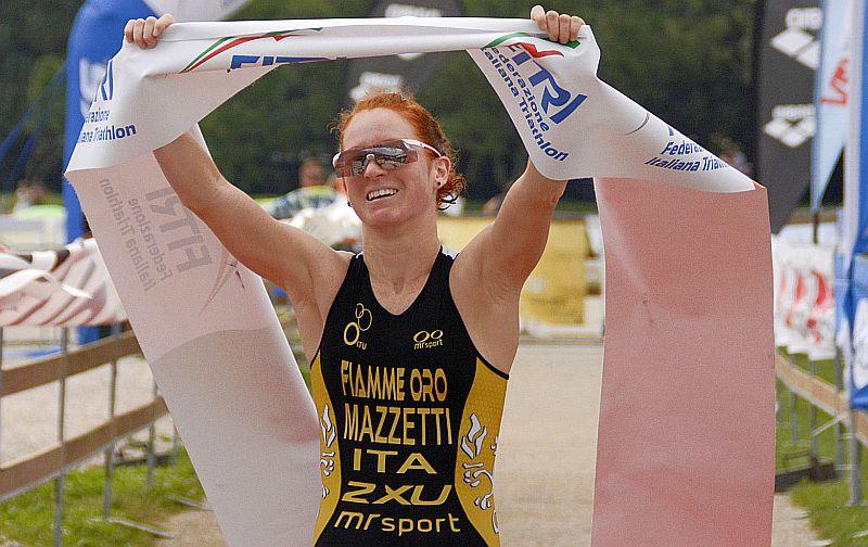 Anna Maria Mazzetti trionfa al Campionato Italiano di triathlon olimpico 2015 e vince il tuo decimo titolo tricolore