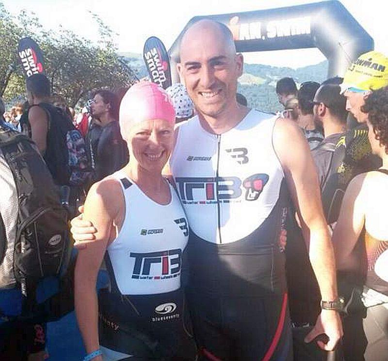 Giovanna Zoccoli, nella foto insieme al compagno di squadra del Tribo Piero Palmirani, ha vinto la sua categoria all'Ironman 70.3 Switzerland 2015