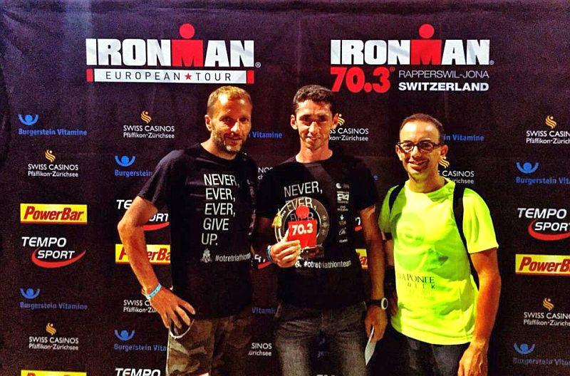 Michele Insalata, primo italiano all'Ironman 70.3 Switzerland 2015, insieme con Domenico Lippolis e Nicola Intini dell'Otrè Triathlon Team
