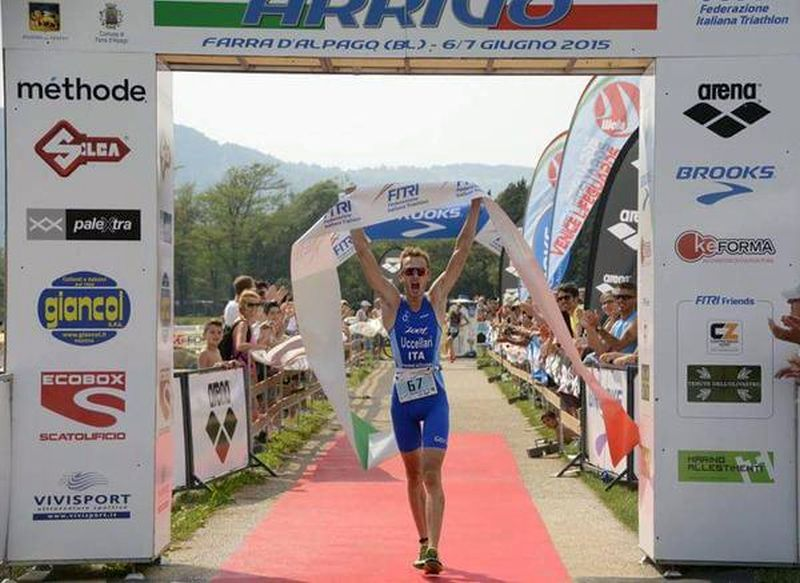Davide Uccellari taglia per primo il traguardo e vince il titolo itailano di triathlon olimpico 2015