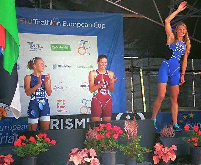 Il podio femminile del Tartu Triathlon European Cup 2015 con l'azzurra Giorgia Priarone sul secondo gradino del podio