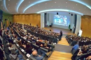 Sul palco dell'Auditorium Testori di Palazzo Lombardia, sfileranno i campioni del triathlon (Foto: Dani Fiori)
