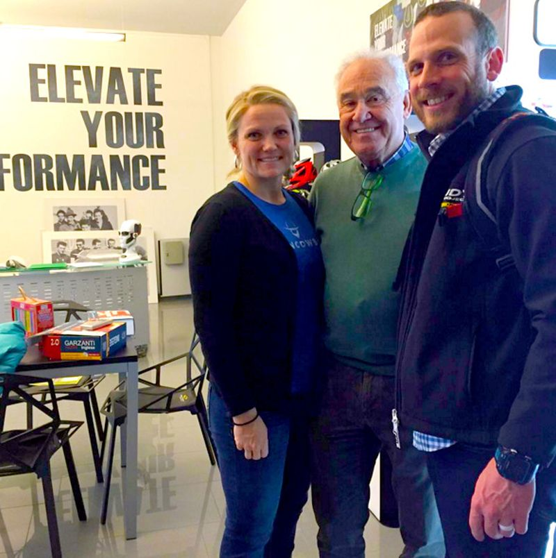 """James """"Iron Cowboy"""" Lawrence insieme con sua moglie Sunny e Rudy Barbazza fondatore e cuore pulsante del marchio mondiale Rudy Project"""