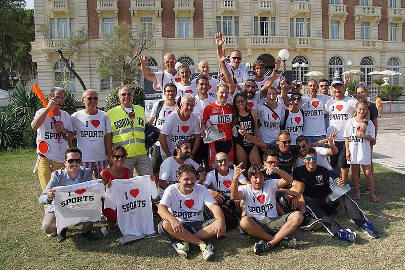 Il numeroso e variegato staff del Triathlon Cesenatico