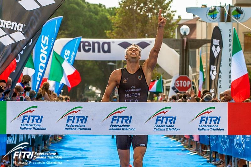 Daniel Hofer trionfa e conquista il titolo tricolore di triathlon sprint 2016 a Riccione (Foto: Riccardo Giardina /FITri.it)