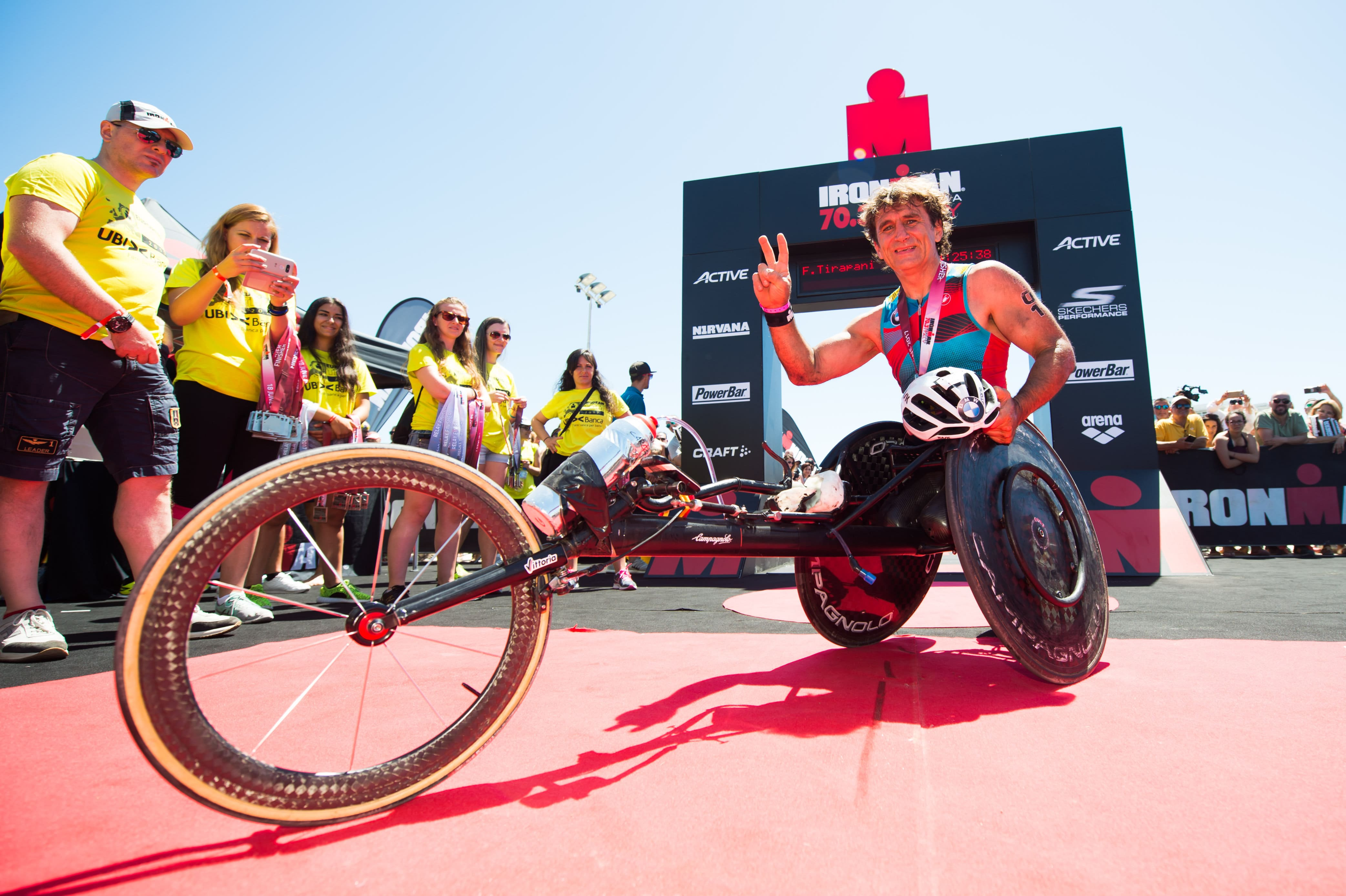Alex Zanardi all'arrivo dell'Ironman 70.3 Italy 2017 a Pescara (Foto ©AlexCaparros/Getty Images for IRONMAN)