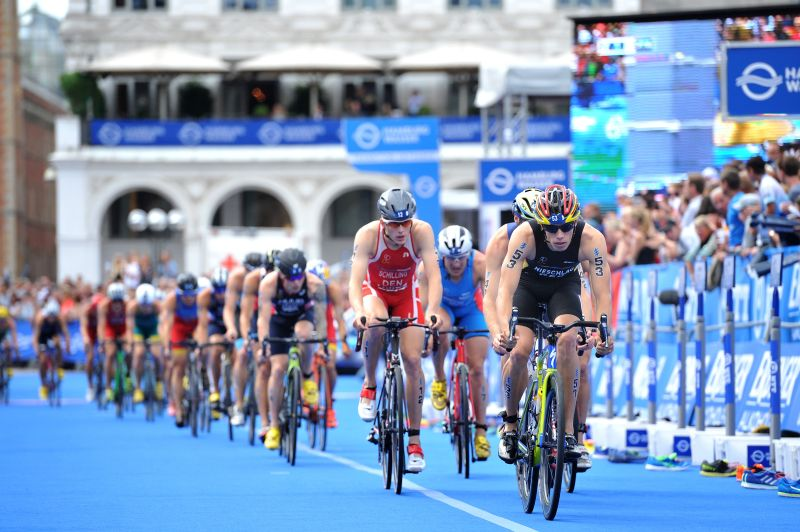 La due giorni dell'ITU World Triathlon Hamburg: video e immagini