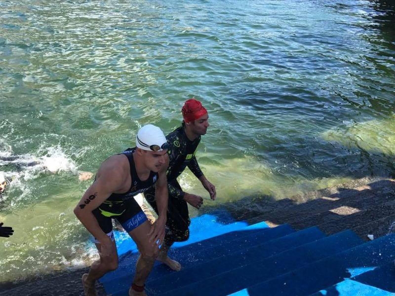 Triathlon Sprint Città di Lecco: i primi a uscire dall'acqua
