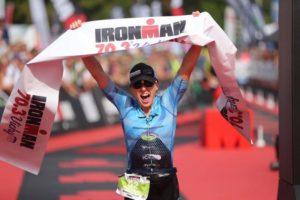 Jocelyn McCauley detta legge e si aggiudica l'Ironman 70.3 Vichy 2017 (Foto ©TRIMAX TRIATHLON MAGAZINE)
