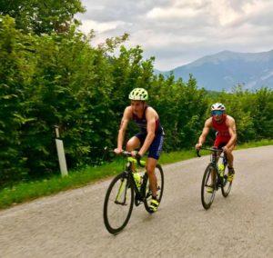 Luca Fanottoli, classe 1994, parte fortissimo sui pedali tanto da superare Andrea Secchiero, primo a finire il nuoto del Triathlon Hard Sprint 2017 (Foto ©Spartacus Events)