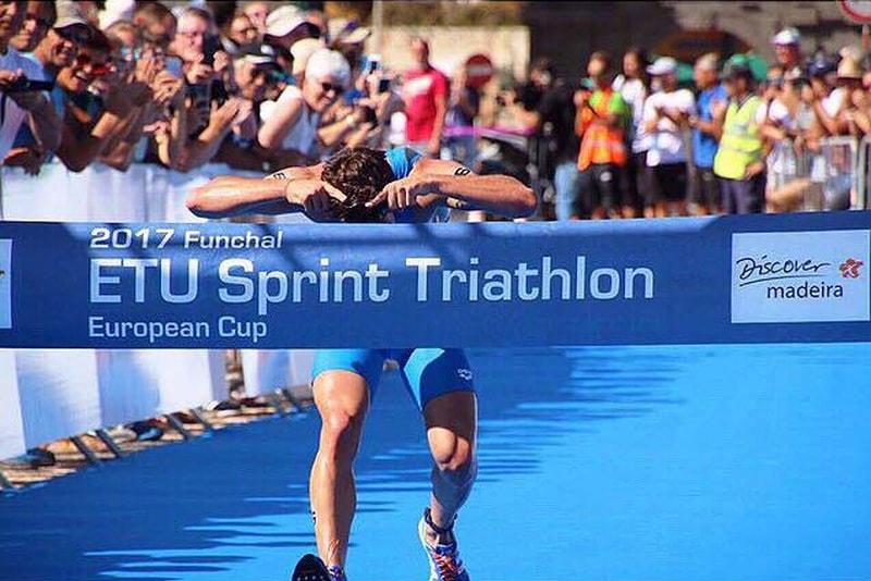L'azzurro Delian Stateff incorna il traguardo dell'ETU Cup Triathlon Sprint Funchal 2017
