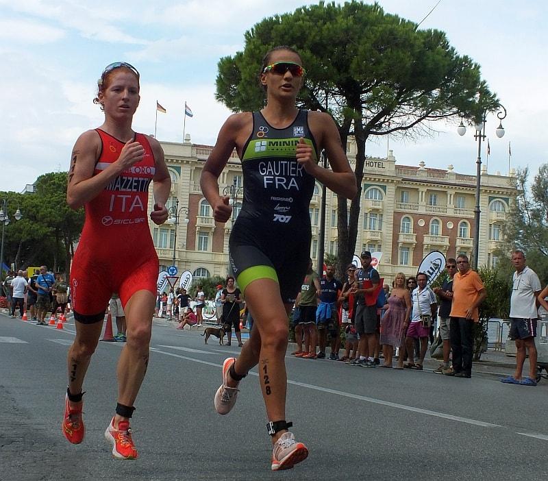 Anna Maria Mazzetti e Mathilde Gautier spalla a spalla nel Grand Prix Triathlon Cesenatico del 9 settembre 2017 (Foto: ©Silvio Pelissero)