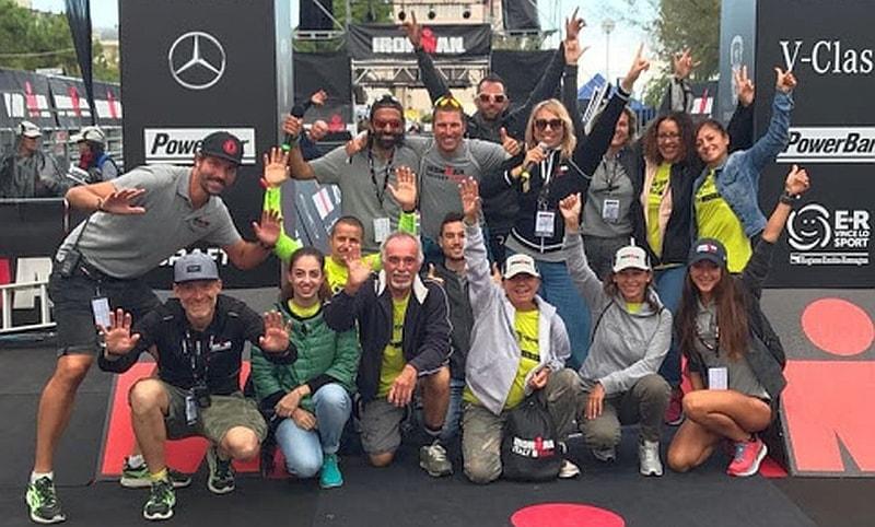 Una piccolissima parte del nutrito staff guidato da Riccardo Marini di Ironman Italy Emilia Romagna 2017
